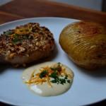 """Arista in crosta di nocciole con """"baked potato"""" ed emulsione all'olio di nocciole e limone."""
