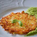 Rösti di patate e Parmigiano Reggiano su crema di zucchine (glutenfree)