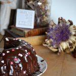 Fluffosa versione Sacher, ovvero una Chiffon cake vestita a festa