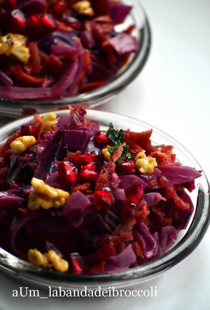 L´inverno nel piatto: cavolo rosso, arancia, melograno e noci
